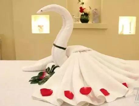 酒店客房毛巾折叠方法,美包包!