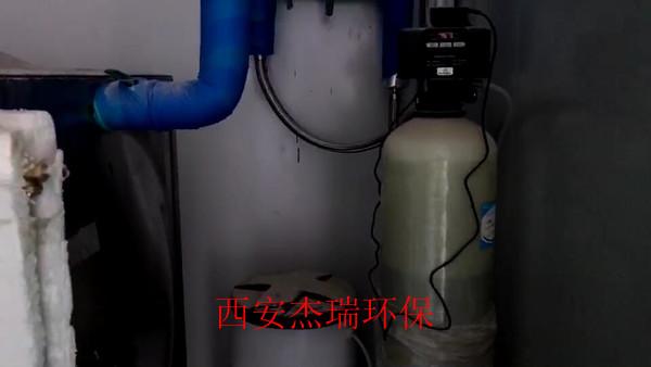 新泰公司软化水设备安装现场图