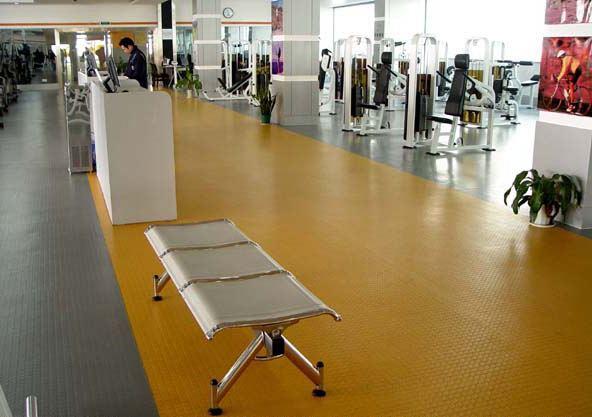 为什么健身房会选择铺设PVC塑胶地板呢