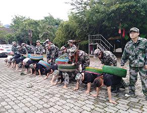 青少年军事拓展培训
