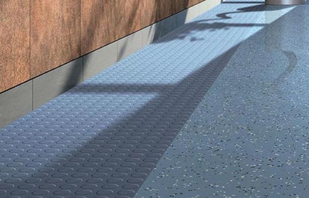 橡胶地板卷材在使用过程中的保养策略