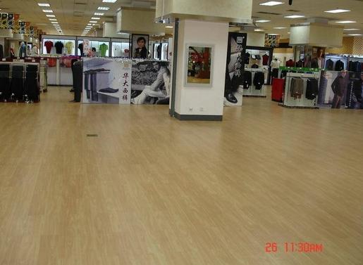 商店內塑膠地板