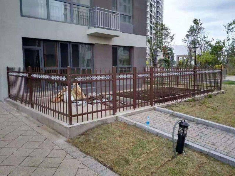 阳台护栏变薄的原因以及防护方法?