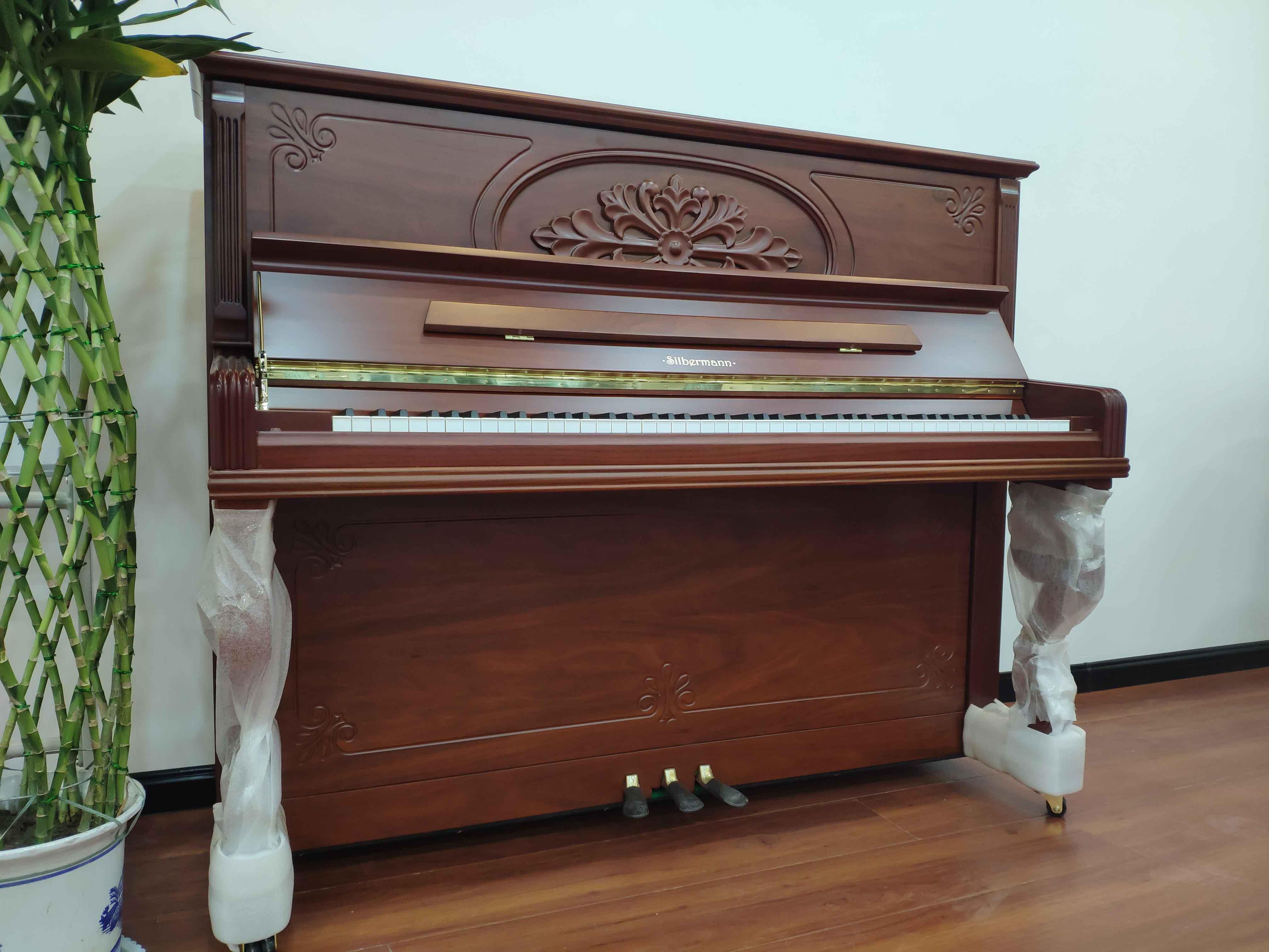 挑钢琴必须知道:首先考虑钢琴的质量