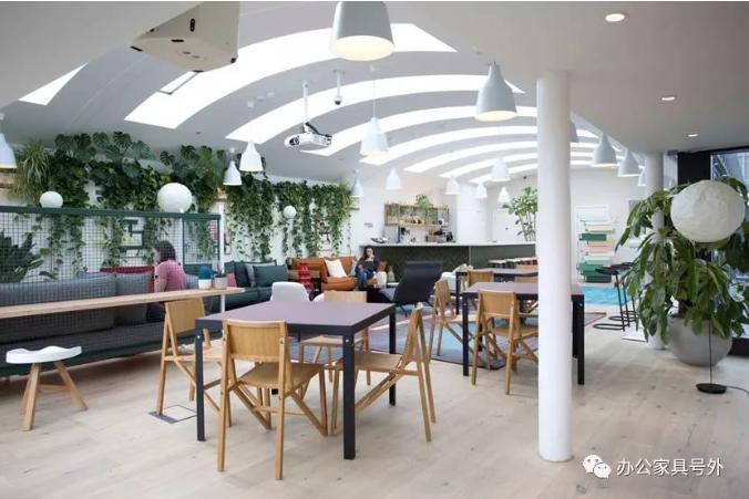 在Fora Clerkenwell協作辦公空間內展出了全部四款家具
