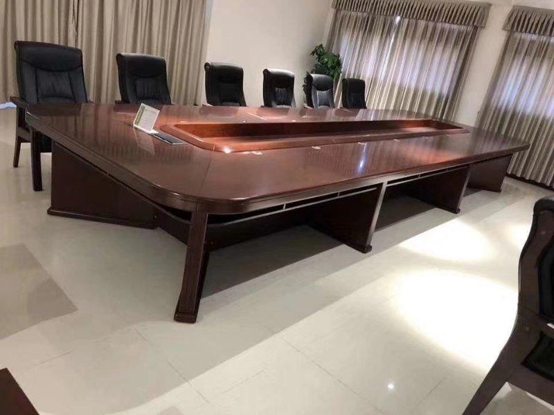 时尚宽敞会议桌