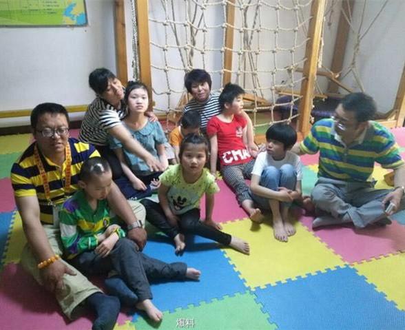 志愿者陪西安自闭症儿童过六一