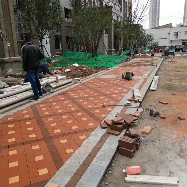 人行道透水砖表面会出现产生裂纹吗?