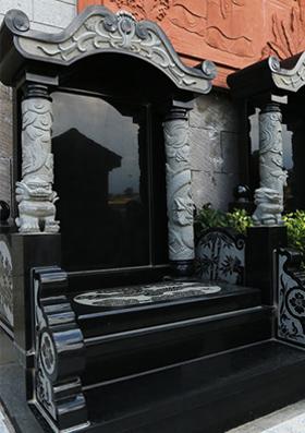 天然花岗岩黑浮雕丸柱碑