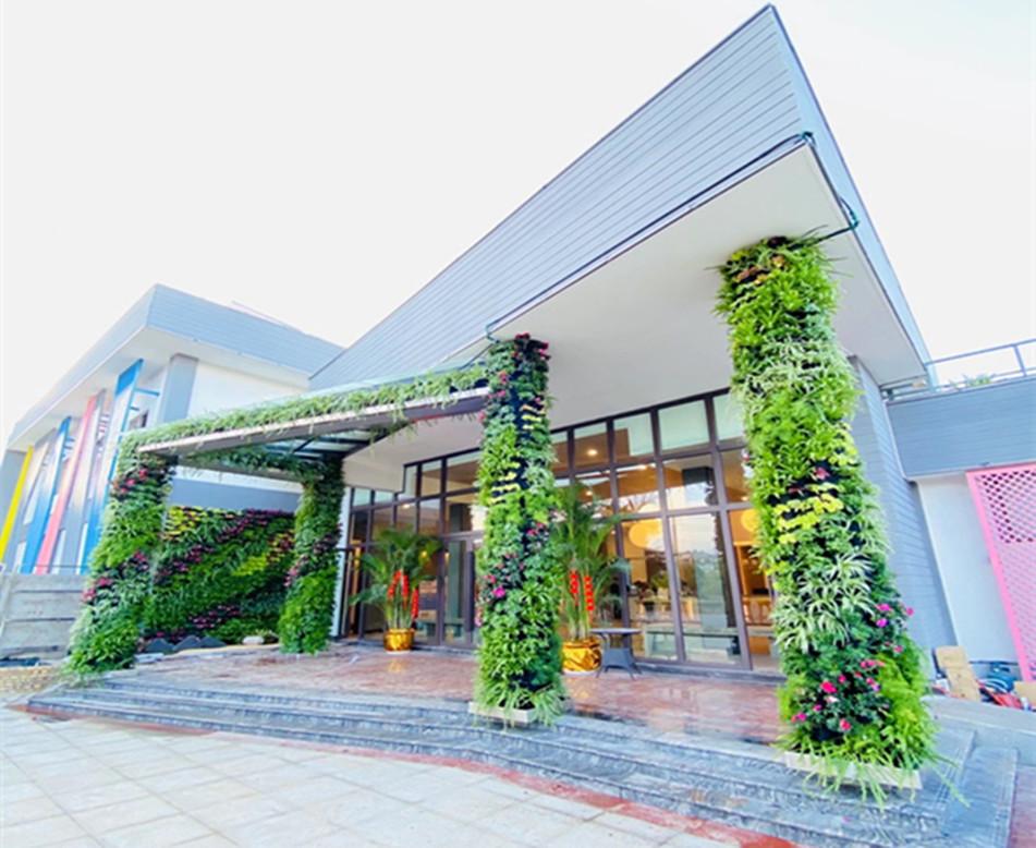 酒店入口植物墙
