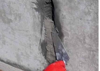 地面铺砖的时候为什么要垫一层干灰再用水泥沙浆?