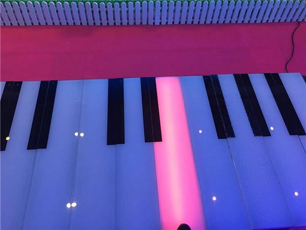 地板鋼琴網紅道具出租