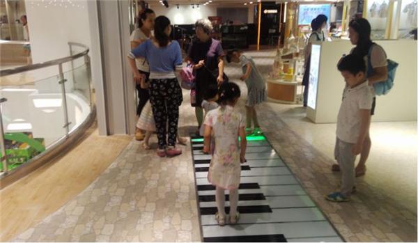 地板鋼琴道具出租