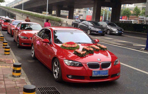 西安高新区曹先生选择卓飞宝马婚庆车队租赁服务