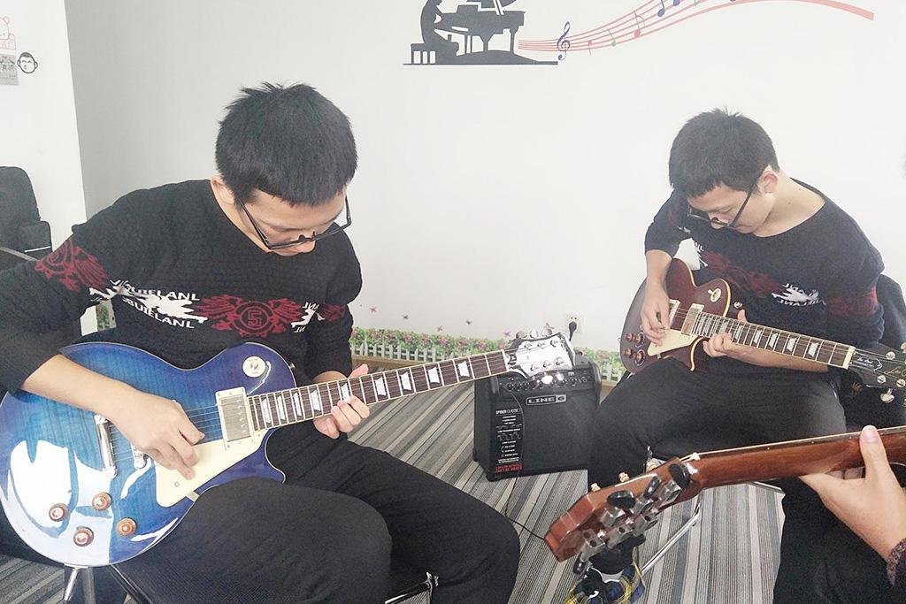 成人电吉他培训班