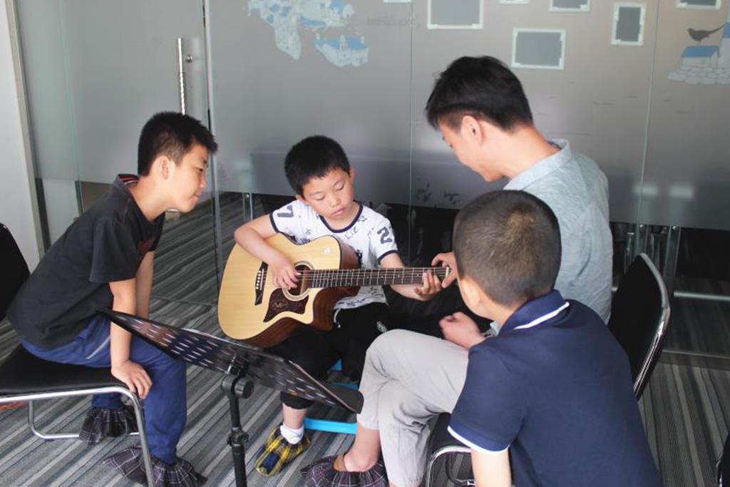 少儿吉他培训班