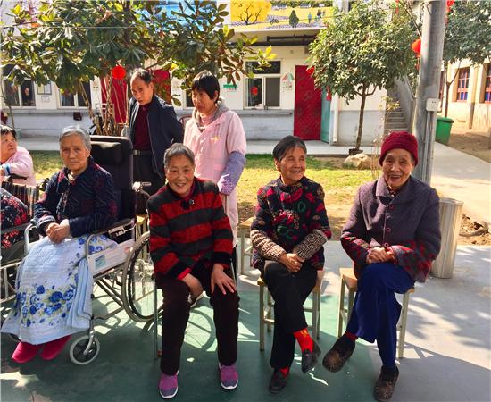爱老如亲 老年公寓42岁男护理员陪80多位老人度晚年