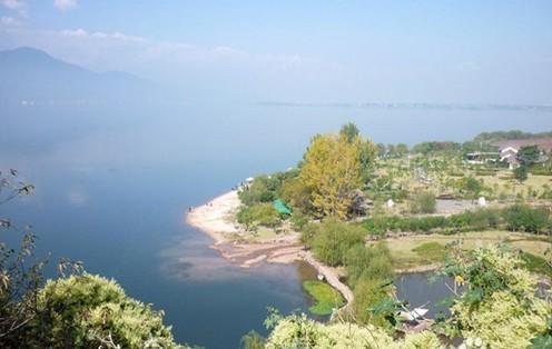 泸山又名蛙山,在西昌城南5公里的邛海南岸,是四川省级风景名胜区之一.
