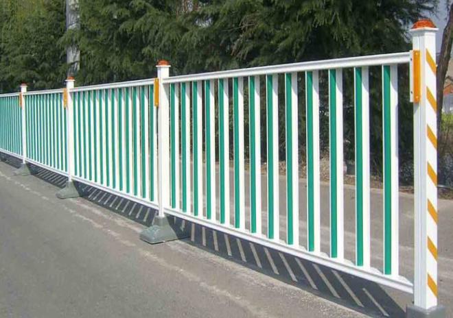 保养道路护栏时的注意事项
