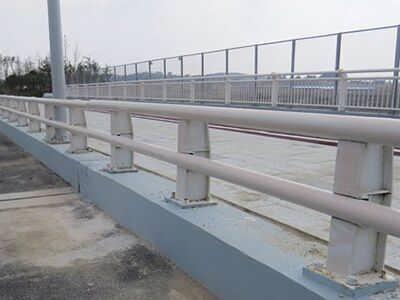 高架防撞护栏