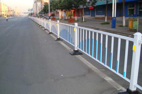 选择道路护栏要遵守的几个原则