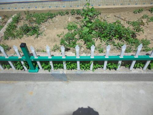 塑钢草坪护栏