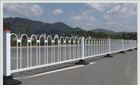 为什么交通护栏以白色为主