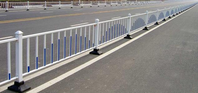 为什么必须要设置道路护栏