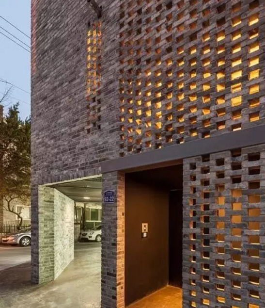 导致砖垛两侧部颜色淡的原因是什么?