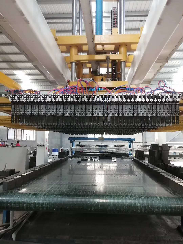 东方机械码坯机:适用于4.6米一9.2米断面随道窑。