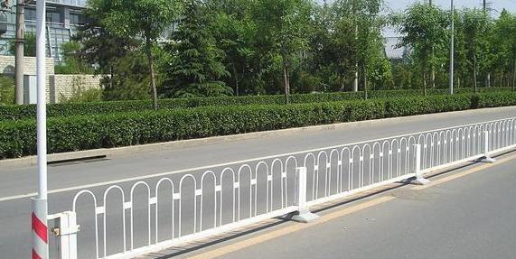 如何确保市政护栏的安全性