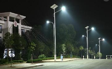 太阳能路灯防雷雨注意事项