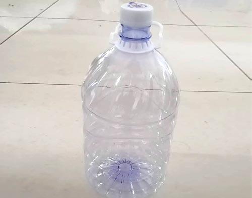 一次性塑料水瓶