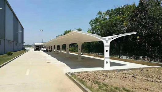 讲解一下膜结构停车棚的具体应用环境