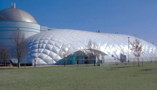 充氣膜結構體育館