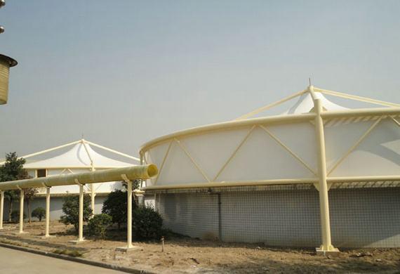 浅析污水池体加盖内顶棚的清洗方法