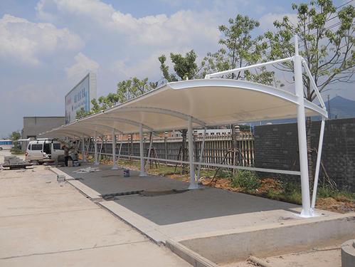 膜结构停车棚的膜布张拉方法