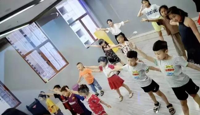 街舞培训!带你了解真正的街舞文化!