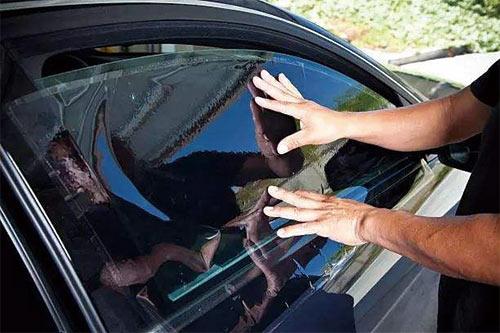 汽车玻璃更换