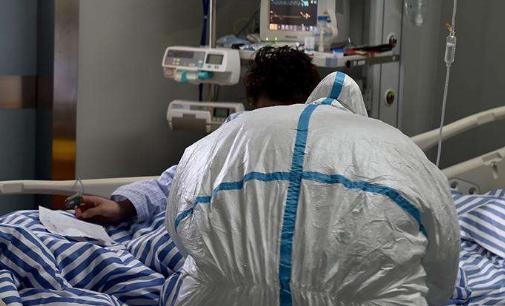 新型肺炎确诊人数激增