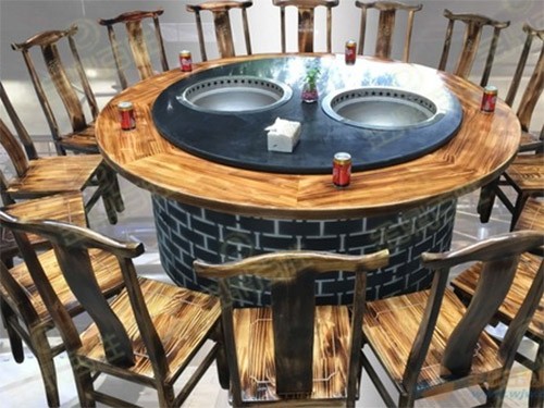 大理石面的铁锅炖桌子