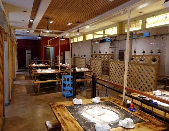 铁锅炖餐馆