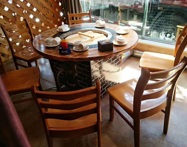 天然气铁锅炖餐桌