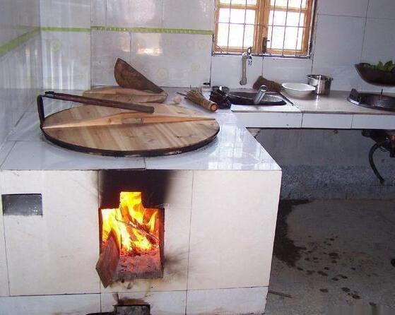 火砖砌好的灶台