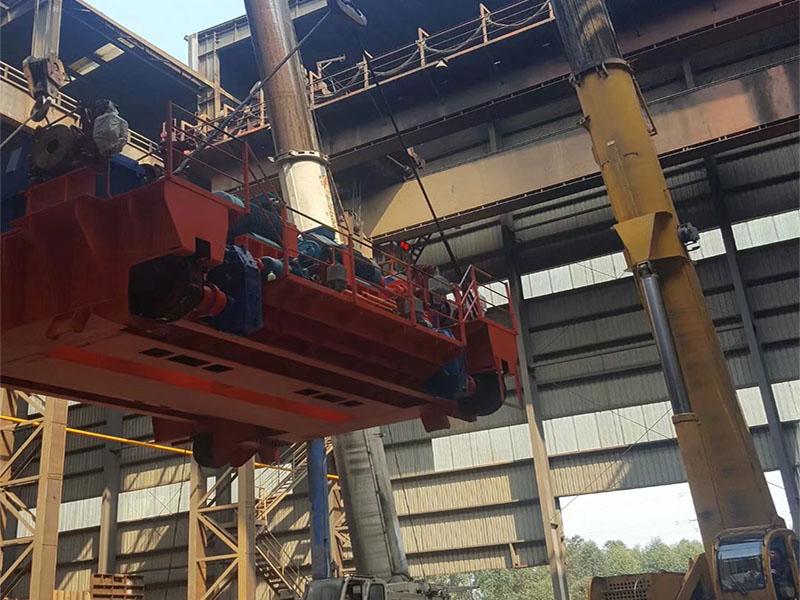 洪雅吊车租凭商家在青衣江的施工工地