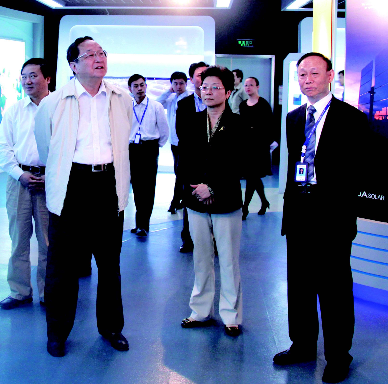 上海市委書記俞正聲視察晶澳公司