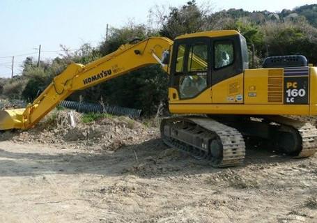 小松挖掘机爬坡无力维修