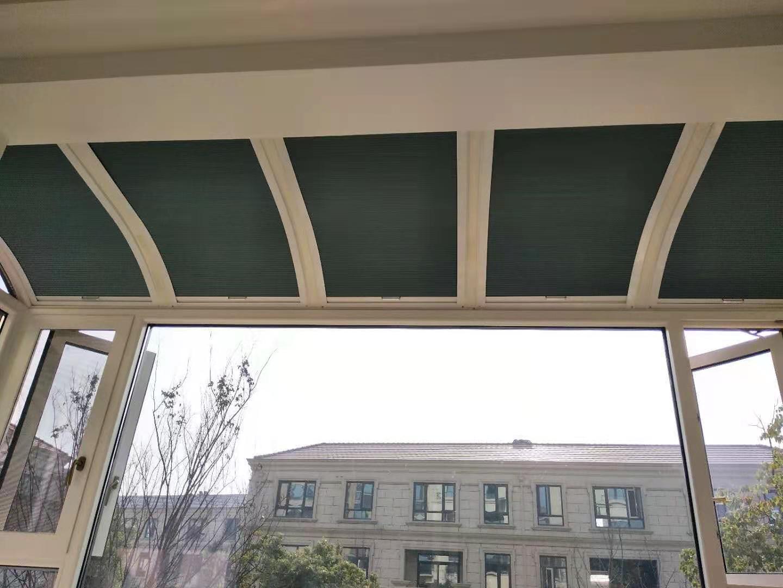 富春山居18栋101半弧形阳光房遮阳帘安装