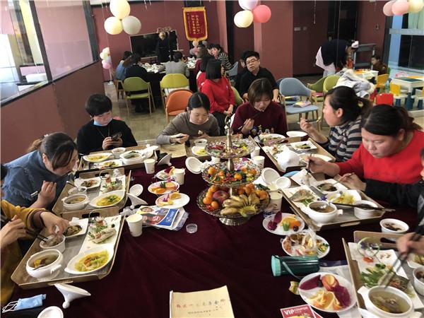 客户到铂悦一生体验月子餐,结果很满意!