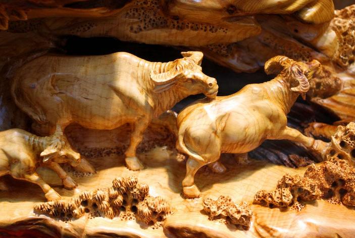 今天來講一講中國傳統藝術根雕的魅力